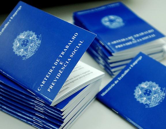 SAO PAULO - SP - BRASIL  27.05.2013 - MERCADO DE TRABALHO -SERT - POUPATEMPO SE . A miss‹o da Secretaria Estadual do Emprego e Rela›es do Trabalho - SERT-Ž aproximar o trabalhador das novas oportunidades do mercado, fomentando a gera‹o de trabalho e renda. A Secretaria desenvolve suas atividades por meio dos programas e servios de intermedia‹o de m‹o-de-obra, de qualifica‹o e requalifica‹o profissional e atendimento ao trabalhador pelo Sistema Pœblico de Emprego Ð Sert/Sine. Gera ocupa‹o ao desempregado e insere o jovem no mercado de trabalho, alŽm de estimular o desenvolvimento de atividades empreendedoras, por meio de qualifica‹o e concess‹o de microcrŽdito.  Foto Reinaldo Canato